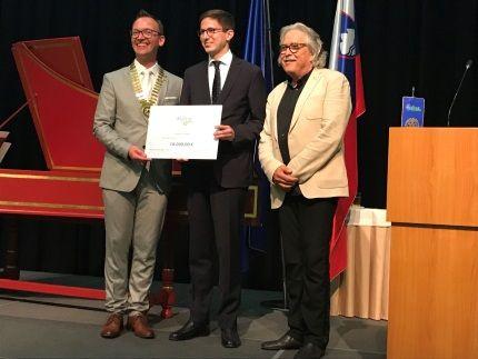 Vladimir Pezdirc, predsednik komisije in Edvard Škodič, predsednik Rotary kluba Ljubljana 2018/2019